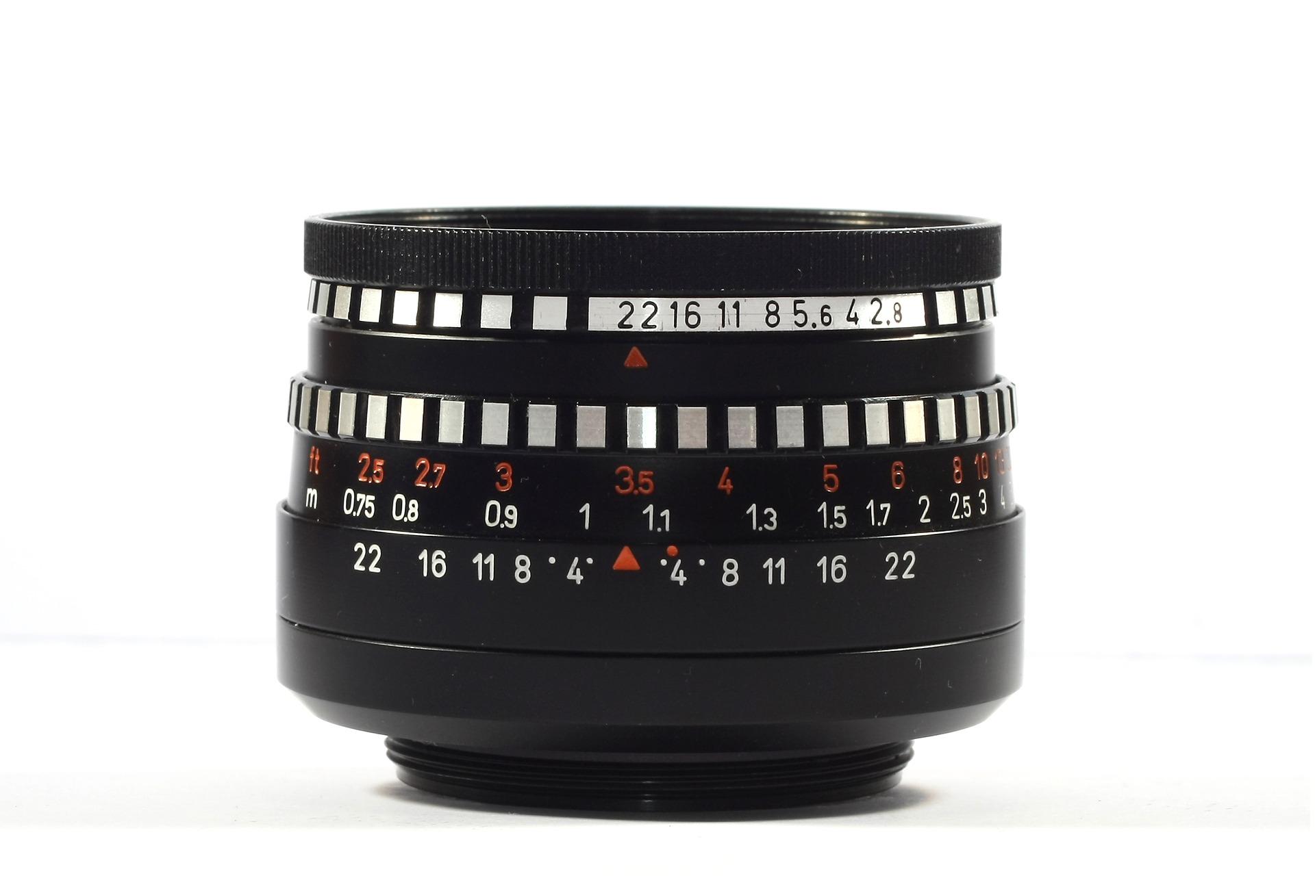 lens-3354498_1920